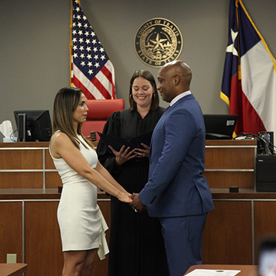 judge holmes performing wedding ceremony for couple 2